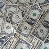 Доллар опускался до 61 рубля