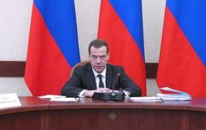 Медведев предложил рассмотреть возможность изъятия из розницы «Боярышника»