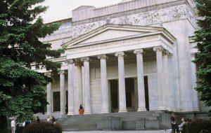 Выставка, объединяющая послевоенное искусство Запада и Востока Европы, открылась в Пушкинском
