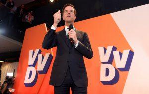 Партия премьер-министра Рютте лидирует на выборах в Нидерландах