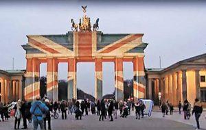 В Берлине власти не стали подсвечивать Бранденбургские ворота в цвета российского флага после теракта в петербургском метро