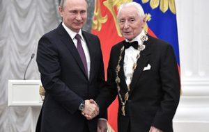 В Кремлевском дворце Владимир Путин вручил государственные награды