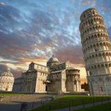 Пизанская башня идет навстречу туристам