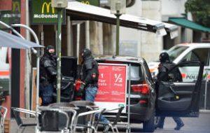 Опубликовано фото напавшего на прохожих с бензопилой в Швейцарии