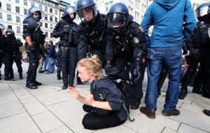 В Германии сравнили зачинщиков беспорядков на саммите G20 с неонацистами