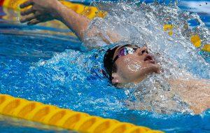 Российский пловец Колесников обновил юниорский рекорд мира на стометровке на спине
