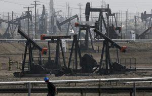 Нефть дешевеет на фоне негатива на биржах США и Азии