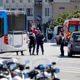 В Марселе автомобиль врезался в автобусные остановки