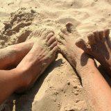 Как избежать грибка летом: общественный пляж — потенциальный рассадник инфекции
