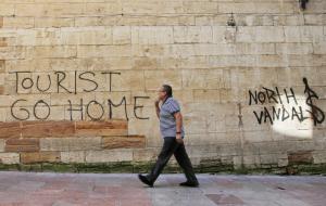 В Европе нарастают протесты против посещающих достопримечательности иностранцев