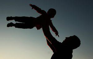 Ученые объяснили, чем опасно позднее отцовство