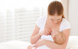 Употребление матерью арахиса во время грудного вскармливания защищает ребенка от аллергии