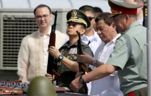 Россия передала Филиппинам оружие и армейские грузовики