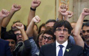 Власти Каталонии не признали отставку Пучдемона
