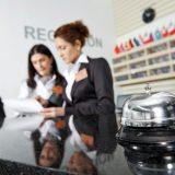 Работников сферы услуг в Латвии защитят от необходимости знать русский