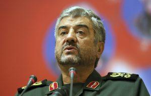 Иран в ответ на новые санкции пообещал приравнять армию США к ДАИШ