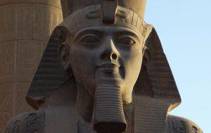 Всемирно известную статую Рамзеса Второго в Каире перенесли на 400 метров