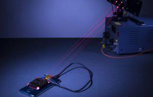 Лазерную беспроводную зарядку научили не обжигать руки