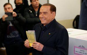 Коалиция Сильвио Берлускони лидирует на выборах в Италии