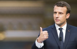 Глава Франции стал «послом» США в Старом Свете