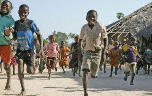 Дети, которые ходят босиком, лучше прыгают и сохраняют баланс