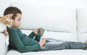 Исследование ученых из Канады показывает, как гаждеты влияют на мозг детей
