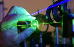 Физики из МГТУ создали рекордный «кристаллический» инфракрасный лазер