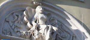 В Москве реставраторы возвращают первоначальный облик женским горельефам