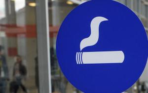 Более 80% туристов хотят, чтобы в аэропорты вернули курилки