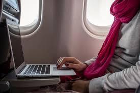 «Победа» разрешила бесплатно проносить в самолет большие ноутбуки