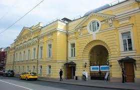 В театре «Геликон-опера» открылась выставка «Гармония контрастов»