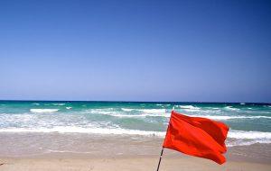 Из-за шторма на Пхукете закрыли пляж