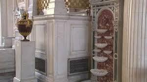 Стенные фонтаны-раковины открыли в Павильонном зале Малого Эрмитажа