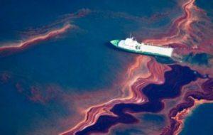 Российские ученые создали новый сорбент для очистки окружающей среды от разливов нефти