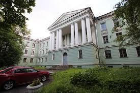 Жители Петербурга встали на защиту архитектурного ансамбля на Васильевском острове