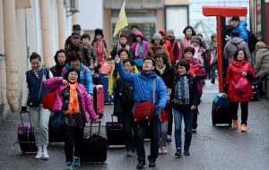 Китай ввел запрет на продажи туров за границу и по стране