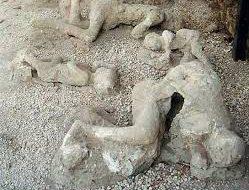 В древнем городе Помпеи после реставрации для посетителей открыли три здания