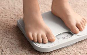 Влияет ли использование антибиотиков во время беременности и младенчества на детское ожирение?