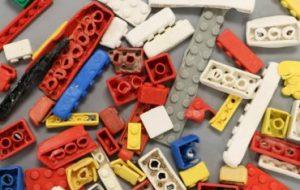 Legos может разрушаться в океане сотни лет