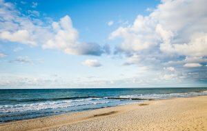 Стало известно, когда откроются пляжи на Юге России