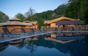 На Курорте Красная Поляна открыли летнюю террасу с бассейном и новые парные