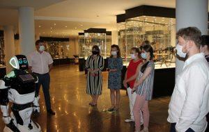 В Тульском музее оружия появился робот-экскурсовод