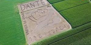 Итальянский живописец создал портрет Данте Алигьери трактором на поле