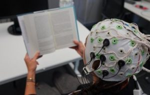 Стимуляция мозга помогает людям с дислексией