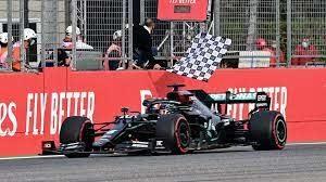 «Мерседес» досрочно завоевал Кубок конструкторов-2020, а Даниил Квят на «Альфа Таури» показал свой лучший результат в чемпионате