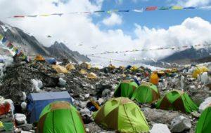 Пластик обнаруживается в самых отдаленных уголках мира, включая Эверест