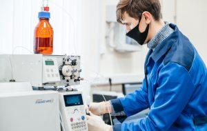 Химики ТПУ превратили отходы из пластиковых бутылок в сорбент для инсектицидов