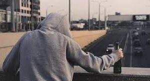Люди с депрессией и тревожным расстройством чаще злоупотребляют алкоголем