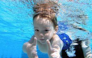 Нужен ли ребенку бассейн и как его выбрать?