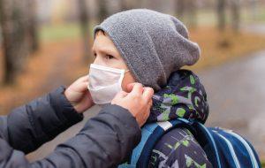 Ученые считают, что во время пандемии у детей должно быть больше автономии и свободы в принятии решений